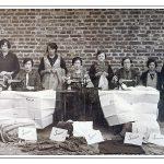Beek-Dames-aan-Singer-naaimachien